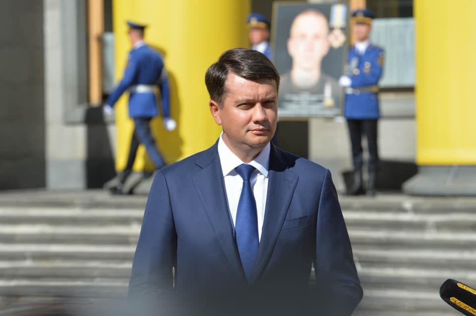 Прямий похвалив Разумкова за «характер від батька» — моніторинг