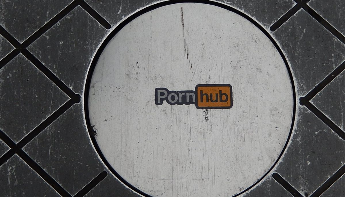 Трафік Pornhub зріс на 10% в день масштабного збою Facebook