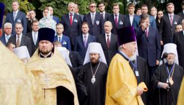 На перехресті між політикою й релігією